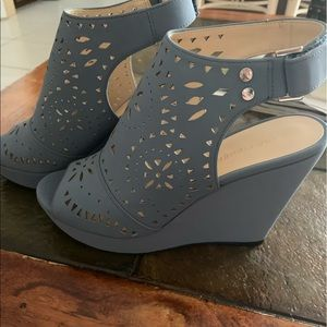 Marc Jacobs periwinkle cut out wedges NWOT